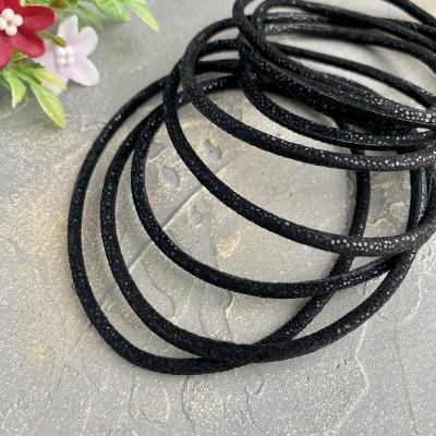Шнур кожзам с пайетками 3 мм, черный